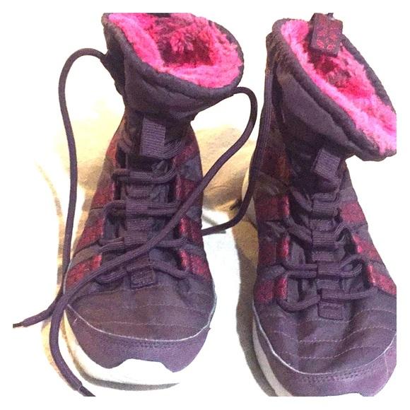 free shipping b3862 0aa29 Women s Nike Roshe Run Hi Sneakerboot. M 5a568ab3daa8f63f5f01e0ab